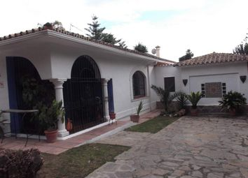Thumbnail 5 bed villa for sale in Estepona, Estepona, Spain