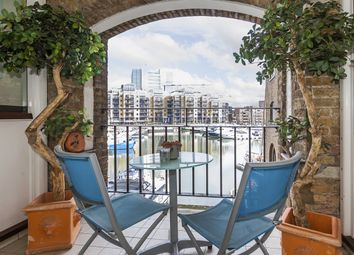 Thumbnail 1 bedroom flat to rent in East Smithfield, London