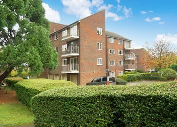 Thumbnail 2 bed flat for sale in Dunnymans Road, Banstead