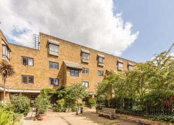2 bed maisonette to rent in Chesterton Square, High Street Kensington, London W86Ph W8