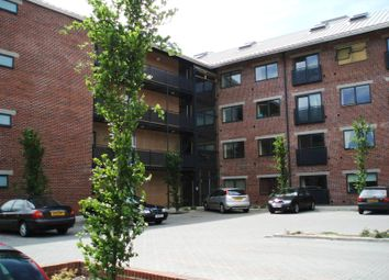 2 bed flat to rent in Camlough Walk, Chesterfield S41