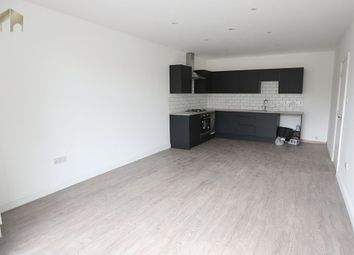 2 bed flat to rent in Brighton Road, Purley CR8