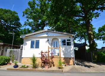 Thumbnail 2 bedroom mobile/park home for sale in Fifth Avenue, Garston Park, Tilehurst, Reading
