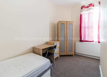 3 bed property to rent in Lydford Street, Salford M6