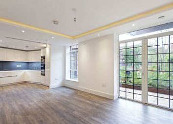 2 bed flat to rent in Wellgarth Road, London NW11