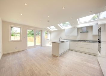 Thumbnail 3 bed flat for sale in Earlsfield Road, Earlsfield / Wandsworth Common
