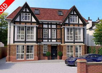 Thumbnail 2 bed flat for sale in Chipstead Valley Road, Coulsdon