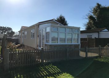 Thumbnail 1 bed mobile/park home for sale in Cambridge Lodge Park, Horley