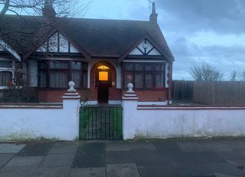 Thumbnail 3 bed bungalow to rent in Woodfordbridge Road, Ilford