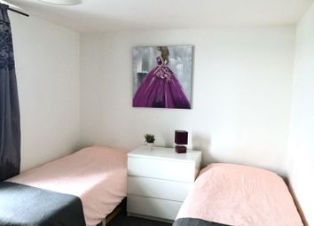 Thumbnail Room to rent in Stringes Lane, Willenhall