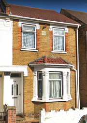 Thumbnail 1 bed flat to rent in Standard Road, Hounslow