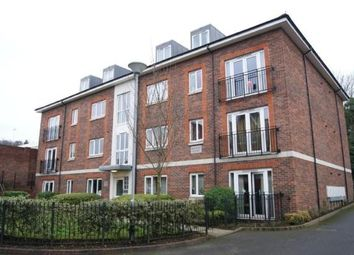 2 bed flat to rent in Brighton Road, Redhill RH1