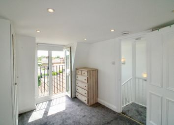 2 bed maisonette to rent in Vanderbilt Road, London SW18
