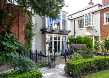 West Hill Court, Kings Road, Henley-On-Thames, Oxfordshire RG9. 2 bed flat for sale