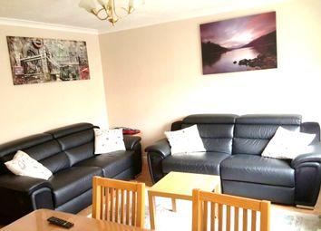 2 bed flat to rent in Cross Road, Waltham Cross EN8