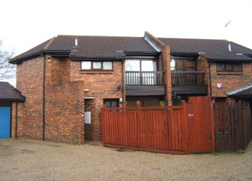 1 bed flat to rent in Courtney Park Road, Langdon Hills, Basildon SS16