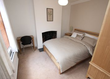 Thumbnail Room to rent in Essex Street Essex Street, Reading