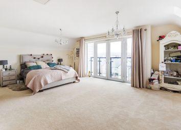 Thumbnail 2 bedroom flat for sale in Kilnwood Close, Faygate, Horsham