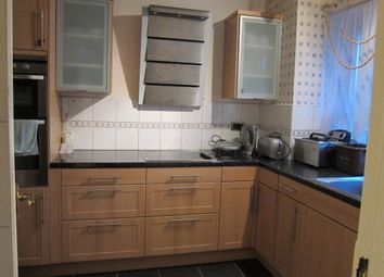 Thumbnail 3 bed flat to rent in King Square, London