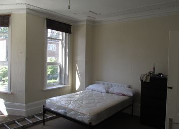 Thumbnail 3 bed flat to rent in Clissold Crescent, London