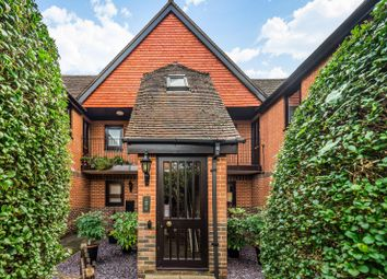 Thumbnail 2 bed flat for sale in Victoria Court, Henley-On-Thames