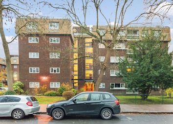 3 bed flat for sale in Lodge Close, Edgware HA8