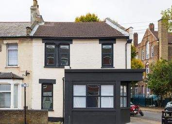 Thumbnail 2 bed flat to rent in Leywick Street, London