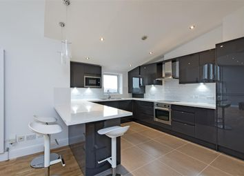 Thumbnail 2 bedroom flat to rent in Ferndale Road, London