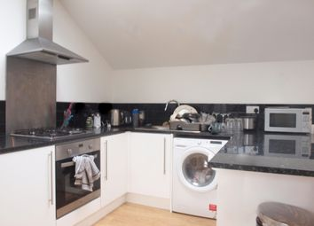 2 bed maisonette to rent in Stewart's Place, London SW2