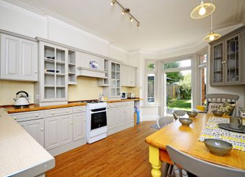 5 bed property to rent in Sedgeford Road, Shepherd's Bush, London W12