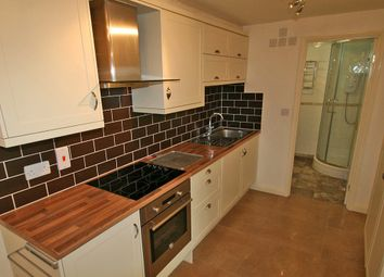 Thumbnail 1 bed flat to rent in Hagbourne Road, Didcot