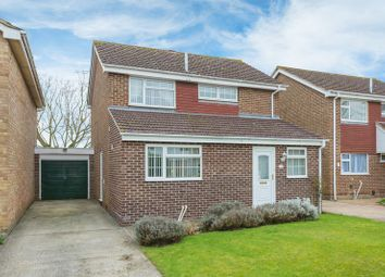 Thumbnail 3 bed detached house for sale in Fairfield Close, Grove, Wantage