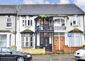1 bed flat for sale in Luton Road, Chatham, Kent ME4