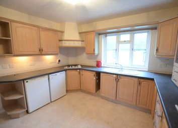 Thumbnail 2 bed flat to rent in High Street, Sandhurst