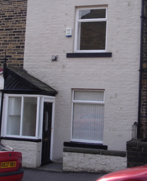 Thumbnail Terraced house to rent in Bath Place, Halifax