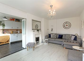 Dorset Court, Hertford Road, London N1. 3 bed flat for sale