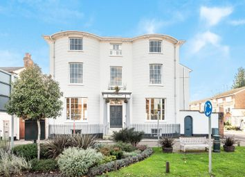 Northfield House, Northfield End, Henley-On-Thames RG9. 2 bed flat for sale