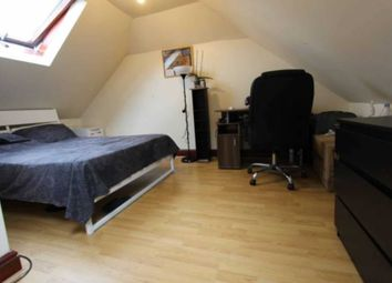 Room to rent in Valetta Road, London W3