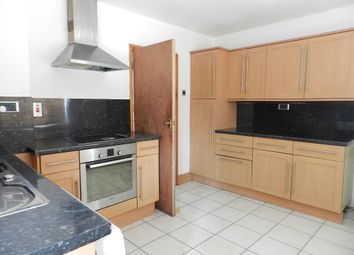Thumbnail 3 bed flat to rent in Clapham Road Estate, London