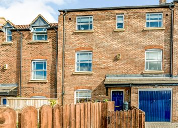 Thumbnail 3 bed town house for sale in Wedgewood Street, Aylesbury