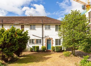 2 bed maisonette to rent in Queens Road, Weybridge KT13