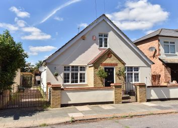 4 bed property for sale in Fairholme Road, Ashford TW15
