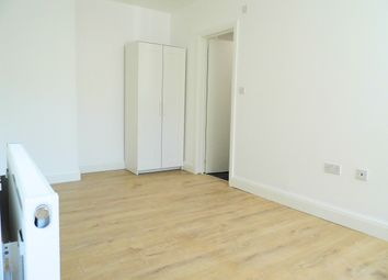 Thumbnail Studio to rent in Westway, London