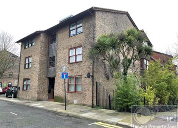 Thumbnail Studio to rent in Spencer Mews, Barons Court