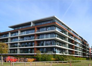 2 bed flat to rent in Carruthers Court, Racecourse Road, Newbury, Berkshire RG14
