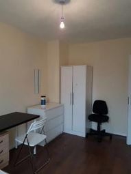 3 bed maisonette to rent in Violet Road, Bow E3
