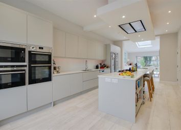 5 bed property to rent in Wellmeadow Road, London SE6