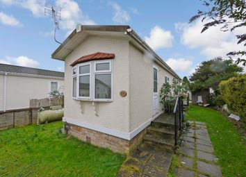 2 bed mobile/park home for sale in Bourne Avenue, Chertsey KT16