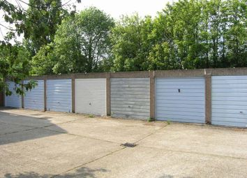 Thumbnail Detached bungalow to rent in Upper High Street, Epsom