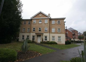 2 bed flat to rent in Stephenson Court, Old College Road, Newbury RG14
